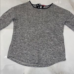 Tops - A salt and pepper colored long sleeve shirt